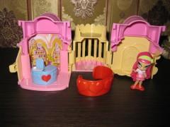 Амур и ее домик