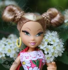 Кукла Флора в цветах
